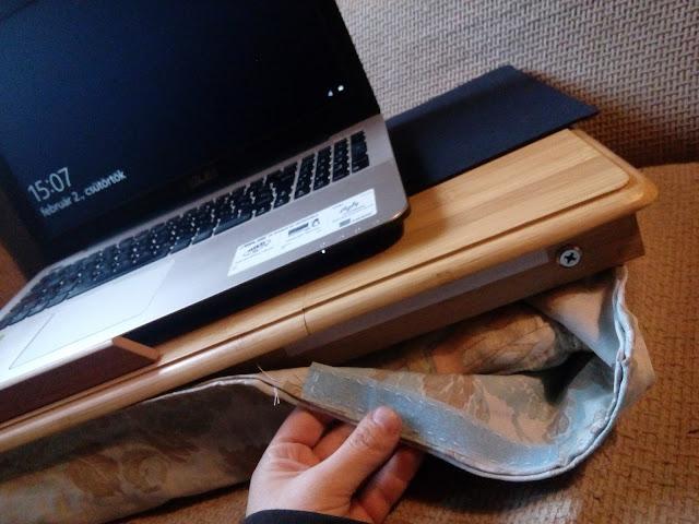 Tépőzáras párna laptop asztal alá