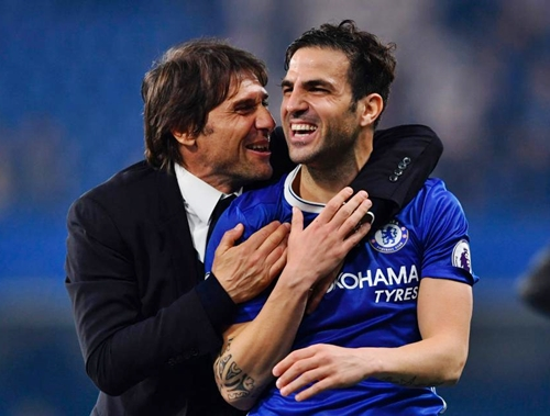 Chelsea Ready to Offer New Deal Fabregas to Avoid Man United Attempted Move