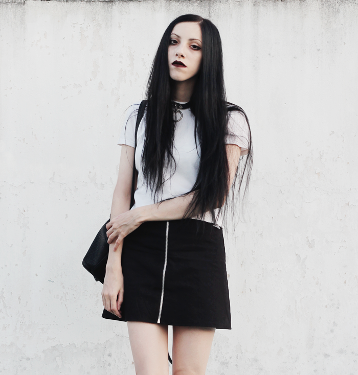 ootd, summer, verano, outfit, ideas, white, top, black, zipper, skirt, blogger, argentina, moda, fashion, strange souls