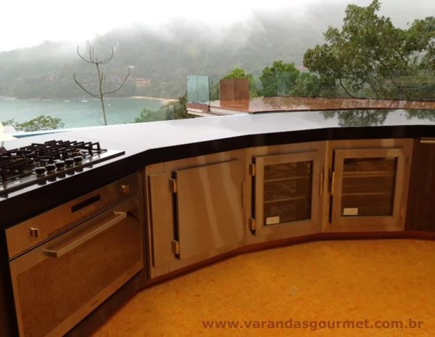 Balcão refrigerado de 3 portas em aço inox escovado - Ubatuba