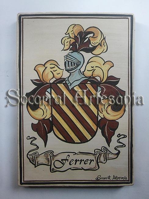 Antiguo apellido de origen inglés, escudo Ferrer pintado a mano con óxidos y cocido a 980 grados. Socarrat Artesanía. Soc-Art. Camateu