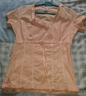 44e67db273 Camisa de tecido. A cor é rosa beeeeemmmm clarinho. Pouco uso. Veste  P  Valor  8