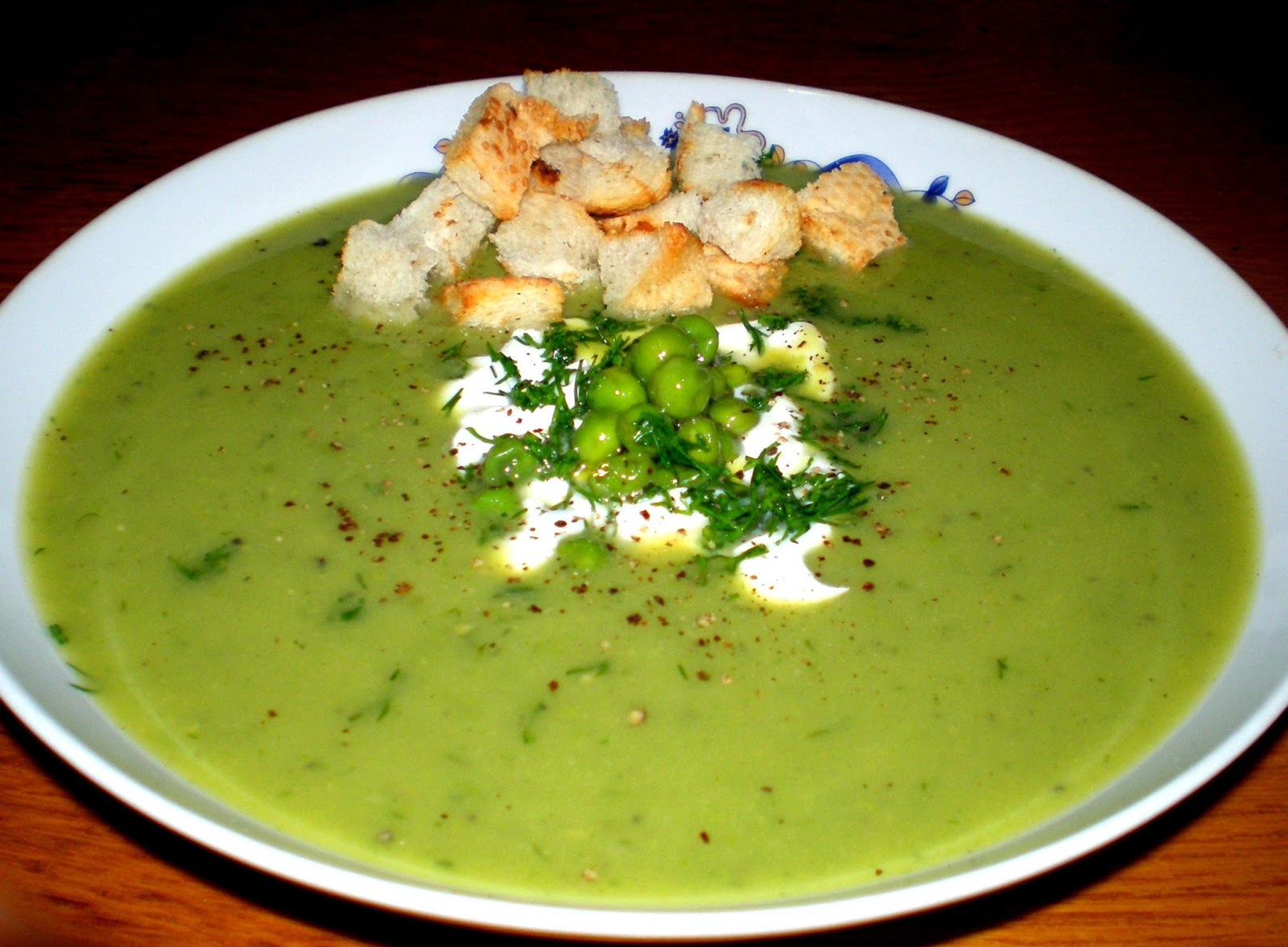 Supă cremă de mazăre cu smântână și mărar