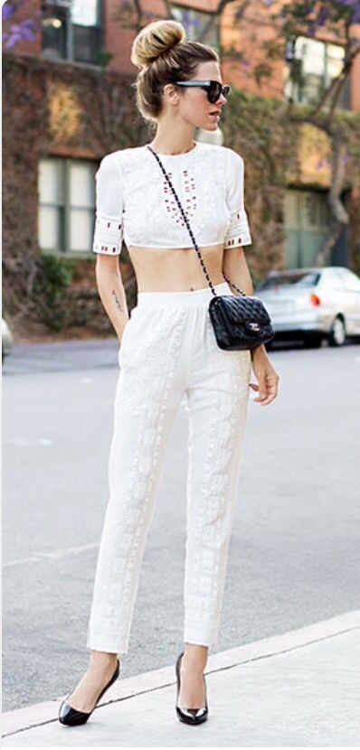 cute outfit idea for a hot date : white crop top + bag + black heels + white pants