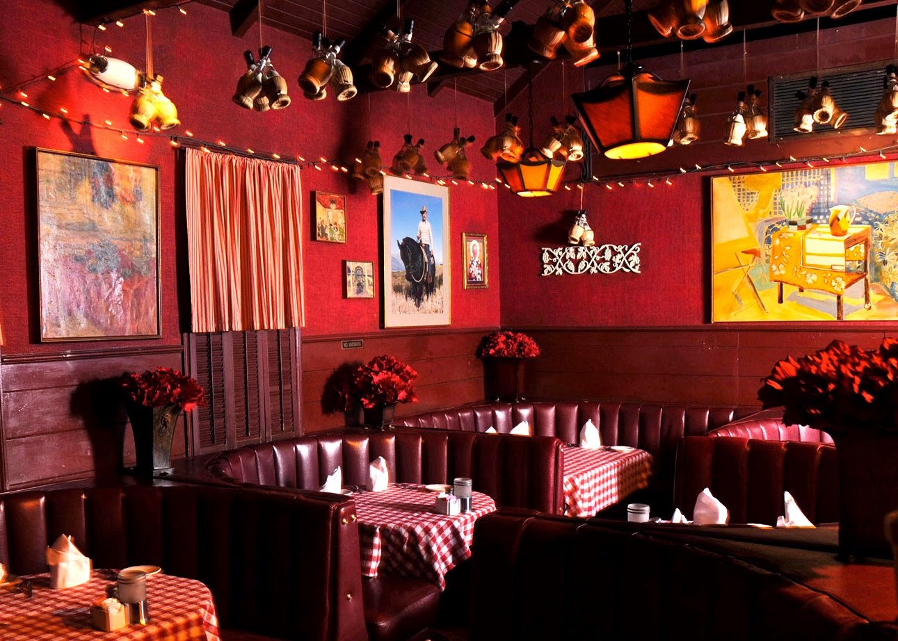 When People Ask Me To Suggest A Classic Hollywood Joint Theres Only One Place That Comes Mind Dan Tanas On October 1 This Dark And Cozy Italian
