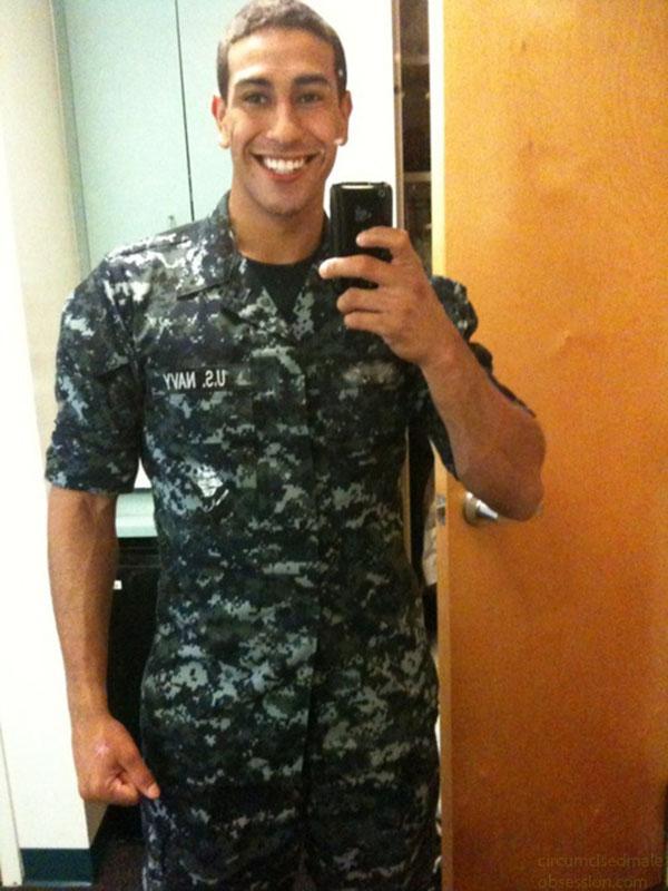 Sexo Gay SoloBoys Militar Big Dotado Fotos