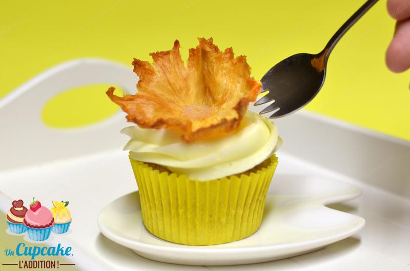 """Cupcakes """"Hummingbird"""" : hechos con plátano y piña, cubiertos con un icing de cream cheese muy cremoso, dicen que el """"hummingbird"""" o """"colibrí"""" es tan dulce y tan afrutado que ¡estos pajaritos no pueden evitar libarlo!"""