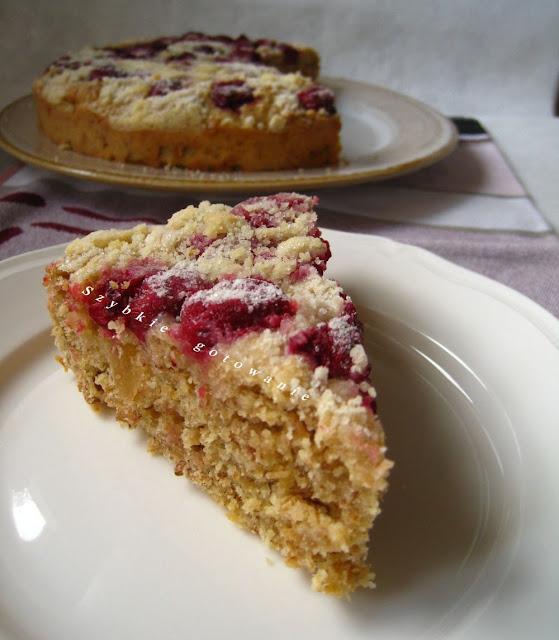Ciasto z musli, wiśniami i kruszonką