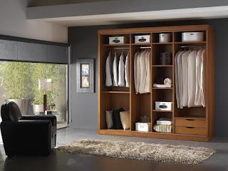 Diferentes tipos de puertas para un armario empotrado.