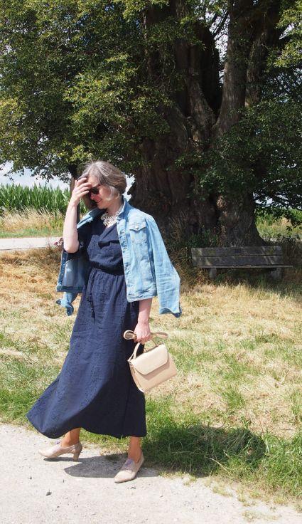 Mode- und Lifestyle interessierte Frau ab 40 einen Blog im Internet.