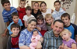Wanita paling subur di dunia (69 anak)