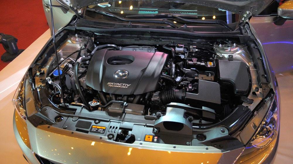 mazda%2B3%2B2015%2B %2Btoyota%2Btan%2Bcang%2B %2B7 -  - Toyota Corolla Altis 2014 và Mazda 3 2015: Chiếc xe nào dành cho bạn?