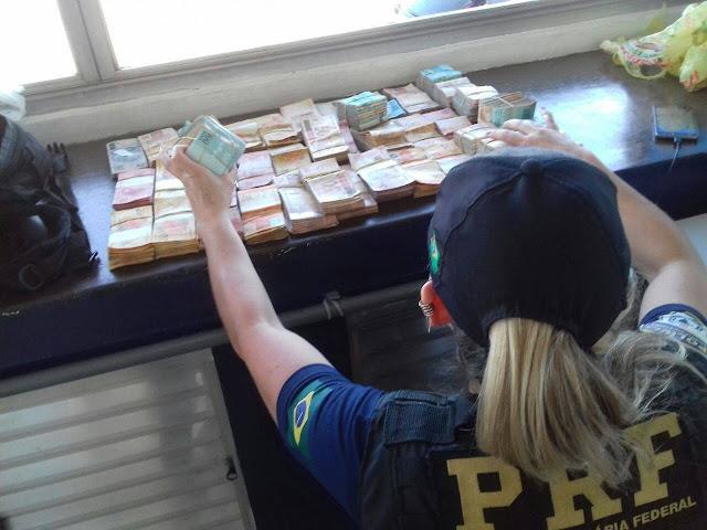 PRF recupera veículo de luxo furtado e apreende quase R$ 200 mil