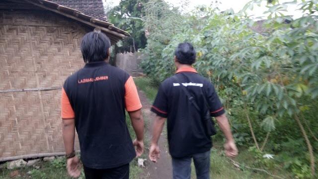Team menuju lokasi janda buta dhuafa