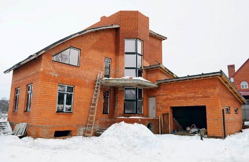 Недостроенный дом Ёлки в Сергиевом Посаде. Фото: Сергей Миланский.