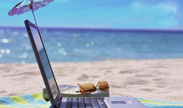 laptop spiaggia