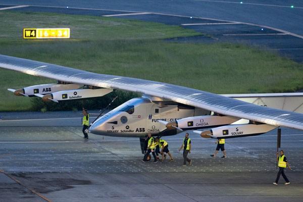 Pesawat Tenaga Surya Solar Impulse 2 sukses terbang 16 jam nonstop.jpg
