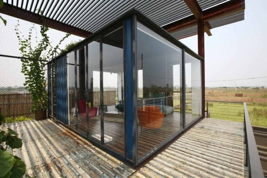 04-Study-Architecture-with-Recycled-Shipping-Containers-www-designstack-co