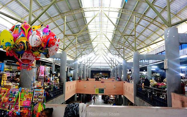 Suasana pasar terlihat dari lantai dua
