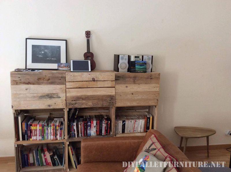 esta estantera de esprit loft recup combina el uso de elementos recuperados las cajas de fruta y los palets las cajas de fruta forman la estructura de