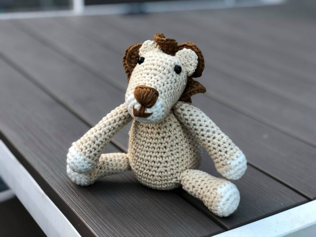 Christmas-gift-guide-2018-crafters-companion-Leo-the-Lion-crochet-kit-made-up