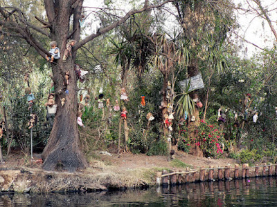 creepy-dolls-in-island-of-mexico
