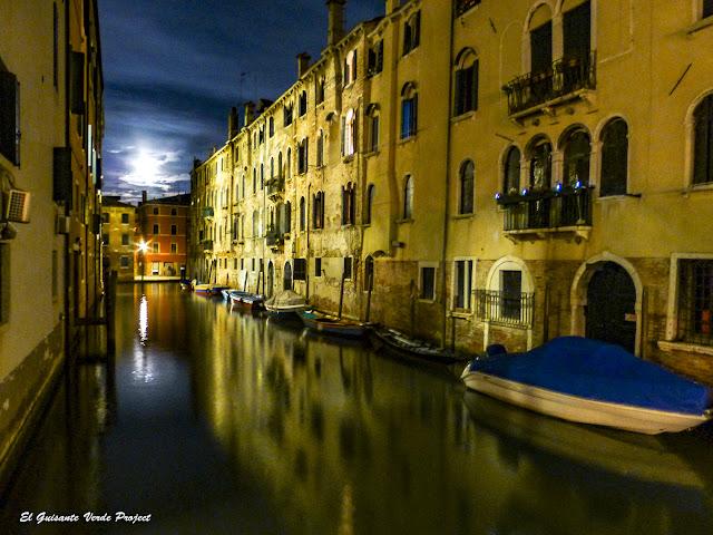 Canales de Cannaregio por la Noche - Venecia por El Guisante Verde Project