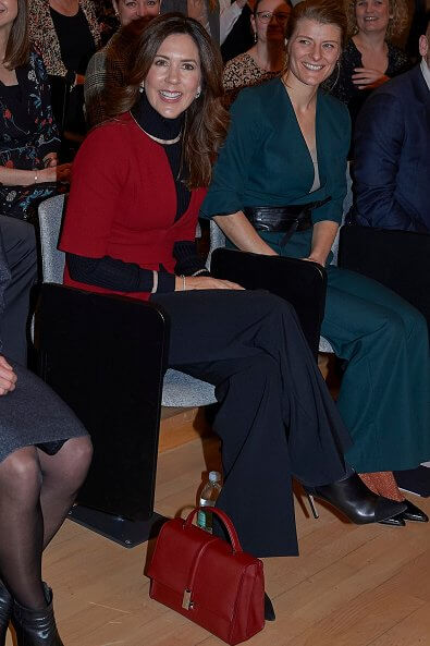Crown Princess Mary wore a red coat which she had worn in 2013. Mary Foundation and Lev Uden Vold (Live Without Violence)