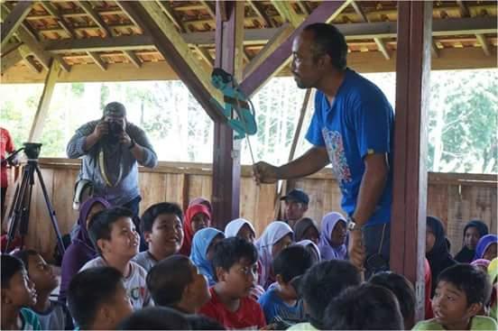 Relawan Lingkungan Dirikan Sekolah Alam Di Pinggir Hutan Leuser