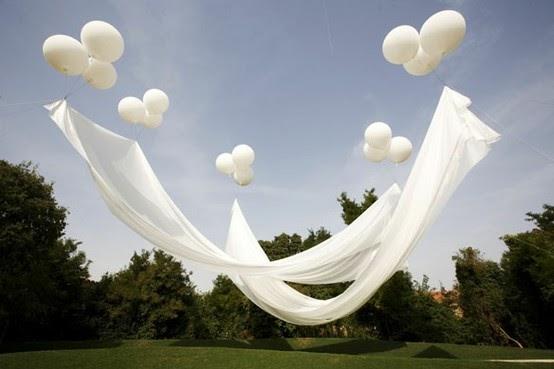 les aventuriers de la vie des ballons blancs pour votre c r monie. Black Bedroom Furniture Sets. Home Design Ideas