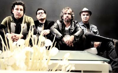 Foto de Cementerio Club posando sentados
