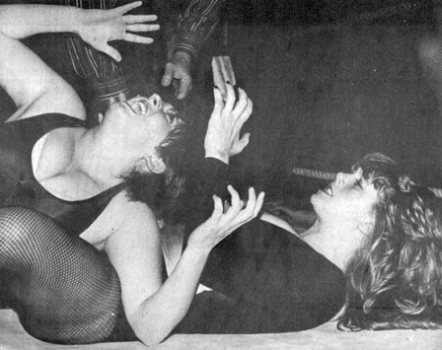 Mitzi Mueller bodyscissors Busty Keegan