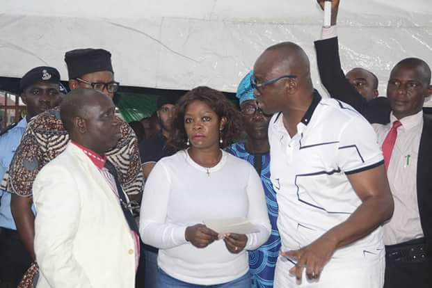 Photos: Fayose pays out cash to owners of demolished buildings in Ekiti
