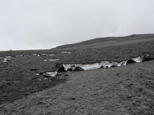 As en lava op helling Etna, op weg naar de krater