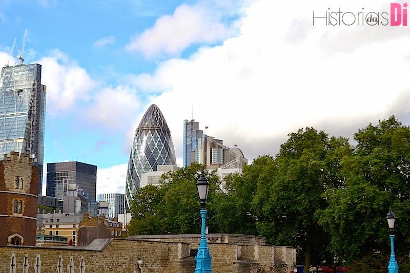 Da ponte é possível visualizar o the Gherkin, o moderno prédio em forma de pepino.