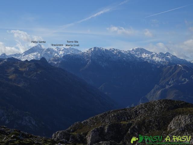 Sierra de Juan Robre: Vista del Cornión o Macizo Occidental de Picos de Europa