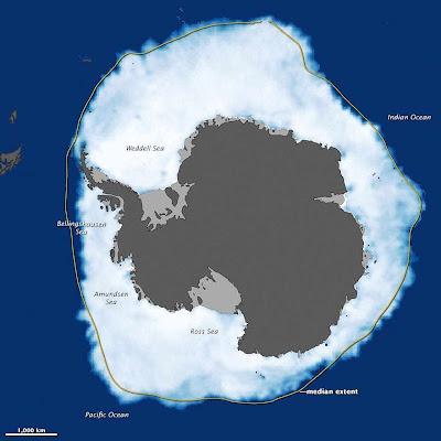 Em meio a imensas oscilações interanuais e locais, o gelo da Antártica está crescendo 1% cada década. A linha amarela indica a média da expansão invernal. Podem se apreciar diminuições na Antártica Ocidental (à esquerda) e expansões em muitos outros pontos
