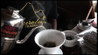 Belajar membuat kopi di Puncak Suroloyo