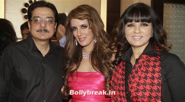 Shyam Lulla, Pria Kataria Puri and Neeta Lulla, Aarti Chabria & Pria Kataria Puri at The Cappuccino Collection Store Launch