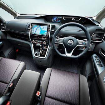 Mobil Nissan Serena 2017