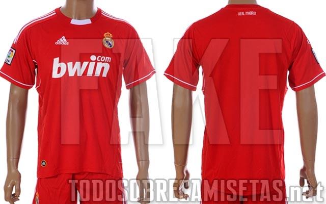 c36fe9c6ac5 El Real Madrid ya vistió un uniforme completamente rojo en tres partidos de  competiciones europeas durante los años 70. En la Recopa 1970 71