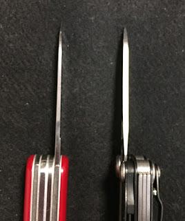 左ビクトリノックス 右レザーマン(鋼材154CM)
