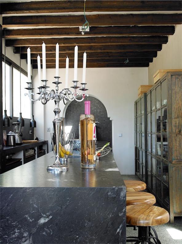 casa en Ibiza decorada con aire bohemio cocina chicanddeco