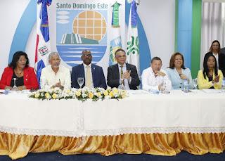 Ministro de Administración Pública resalta transparencia y eficiencia  en Alcaldía de Santo Domingo Este