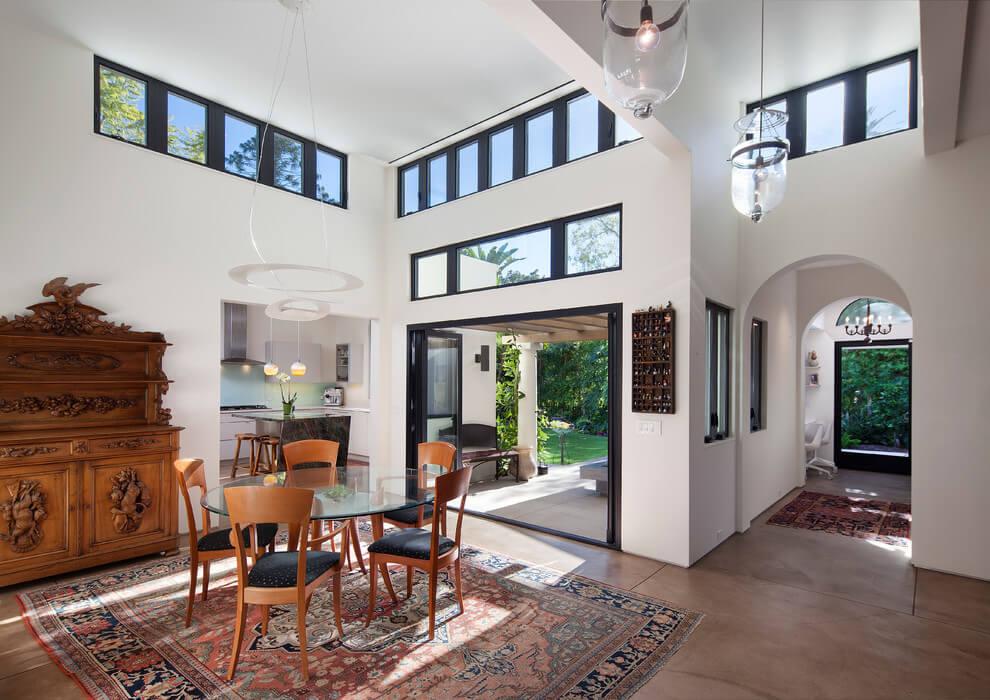 Una casa de estilo espaol en California  Allen