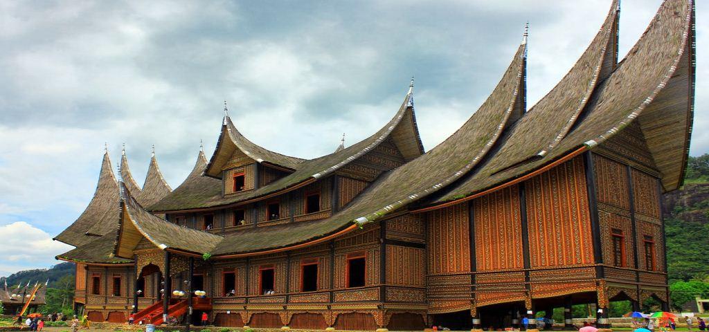 Ragam Ukiran Rumah Gadang Minangkabau