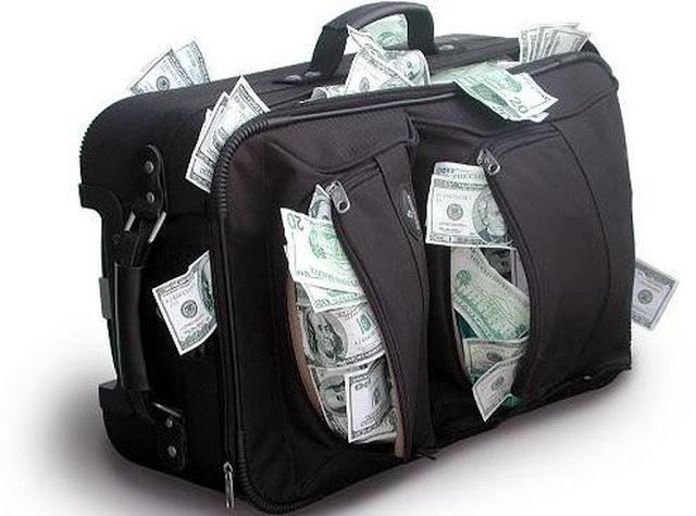 Πώς τα τσουβάλια με τα ευρώ χωρούν στις τσέπες κάποιων;
