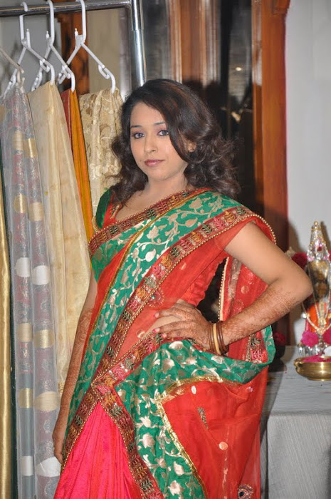 model zeba saree unseen pics