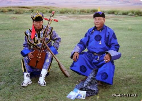 Musicisti ambulanti nella steppa mongola