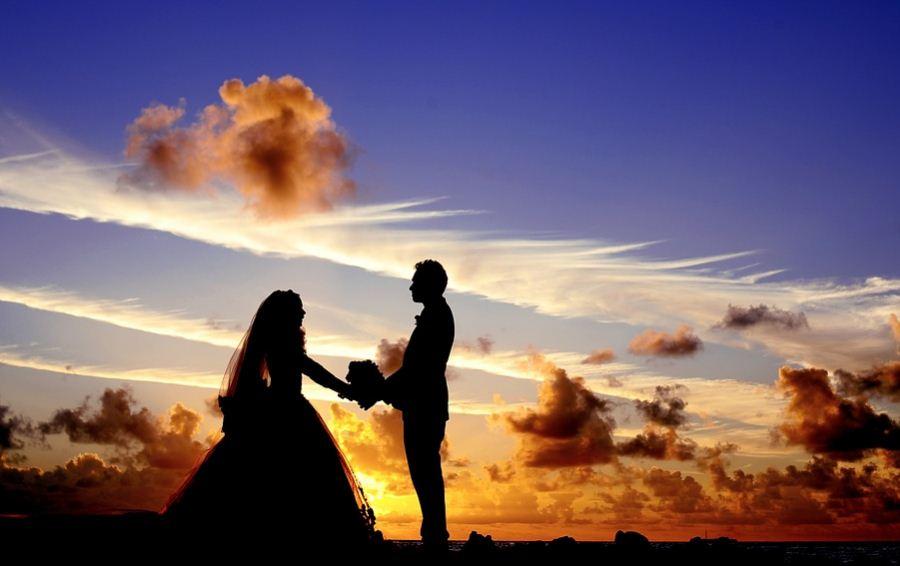 6 Keuntungan Memiliki Pasangan Yang Seumuran